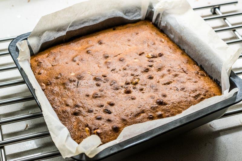 Blondie Brownie con burro di arachidi, cioccolato bianco e arachidi arrostite Pezzi di torte artigianali Dessert/Pezzi di Blonde  fotografie stock libere da diritti