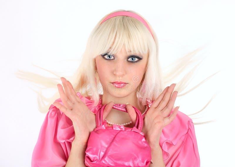 Blondine in einem rosafarbenen Kleid stockfotos