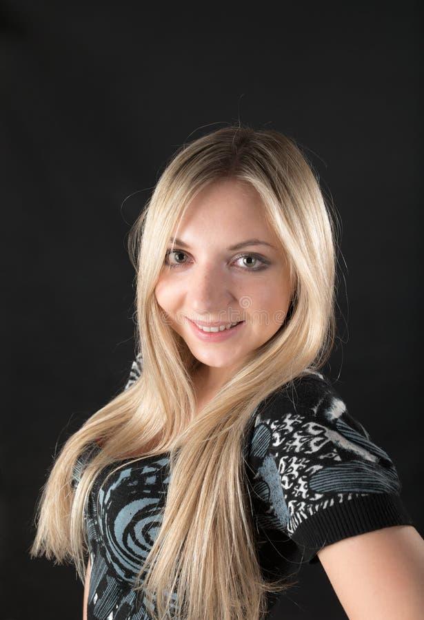 Blondine mit dem langen Haar lizenzfreie stockfotos