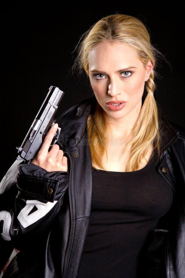 Blondine mit einer Gewehr lizenzfreie stockbilder