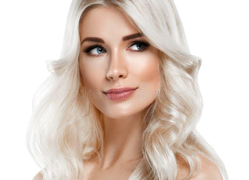 Blondine-schönes Porträt Kosmetisches Konzept, Platin Blon lizenzfreies stockfoto