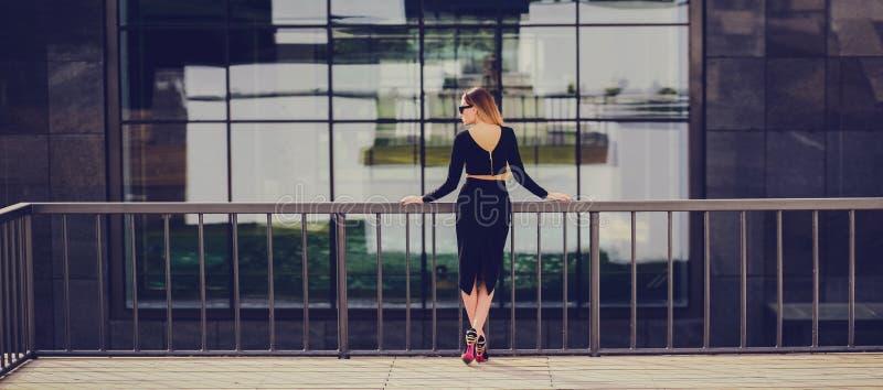 Blondinkvinna för trendig kvinna royaltyfria foton