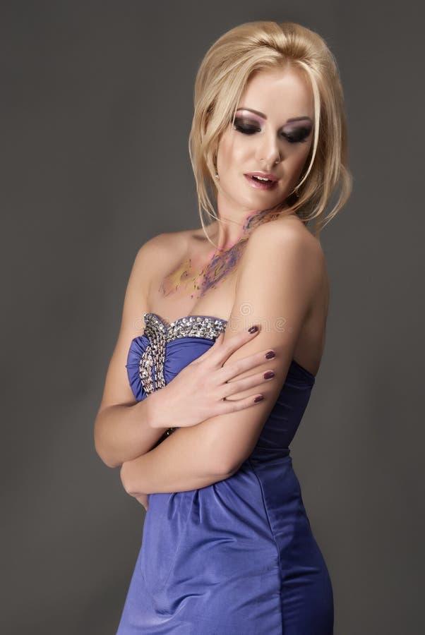 blondy妇女时髦的纵向  图库摄影