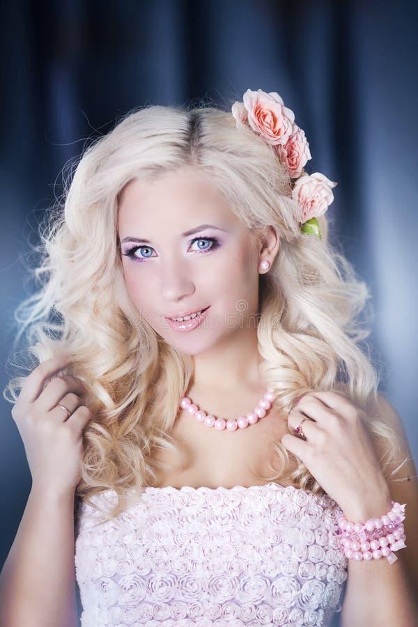 blondynów mody włosiani fotografii kobiety potomstwa obraz stock