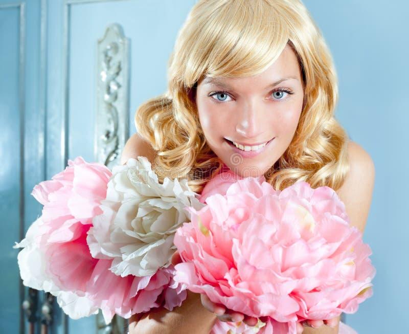 Blondynów mody princess i wintage kwiatów suknia fotografia royalty free