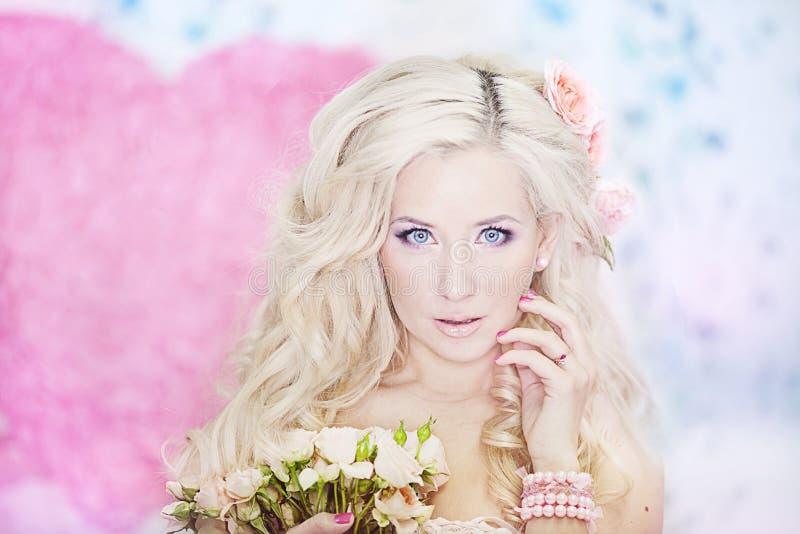 blondynów mody włosiani fotografii kobiety potomstwa fotografia stock