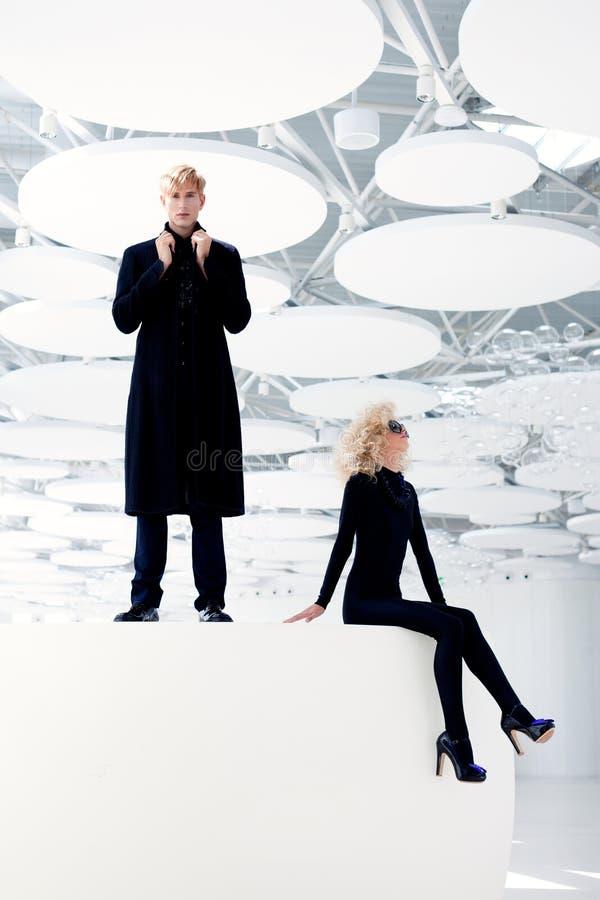 Blondynów pary klasyczny tajny agent i seksowna dziewczyna zdjęcie royalty free