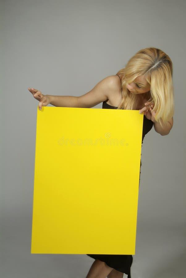 blondynów szyldowy kobiety kolor żółty zdjęcie stock