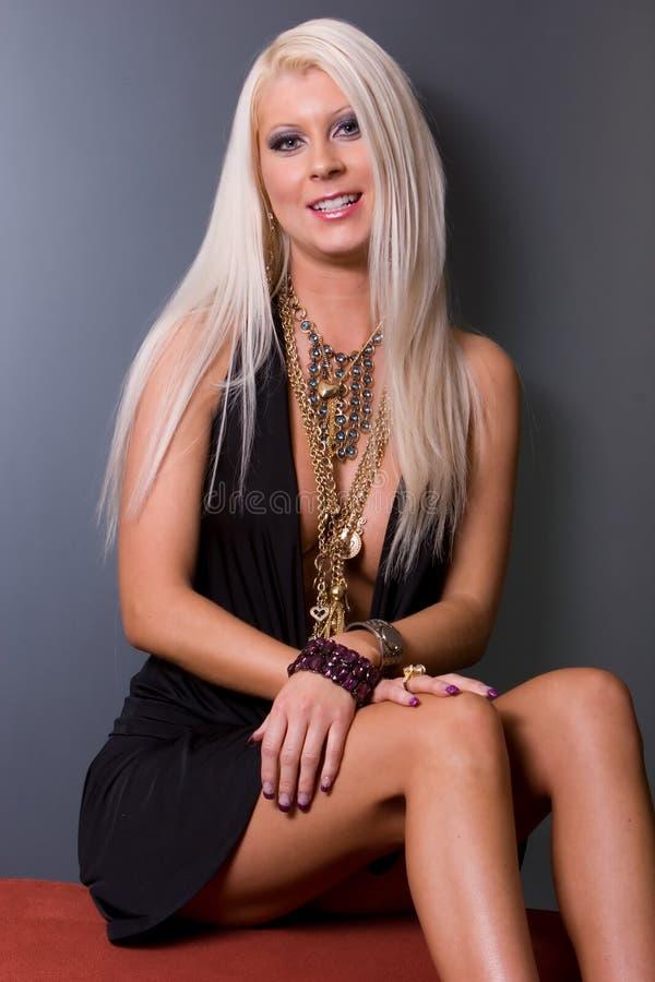 blondyn kobieta smokingowa seksowna fotografia royalty free