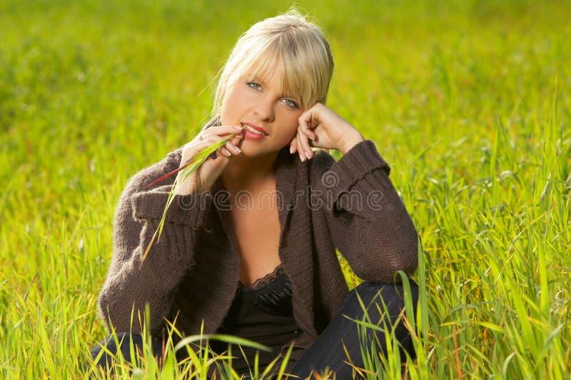 blondyn na zewnątrz fotografia stock