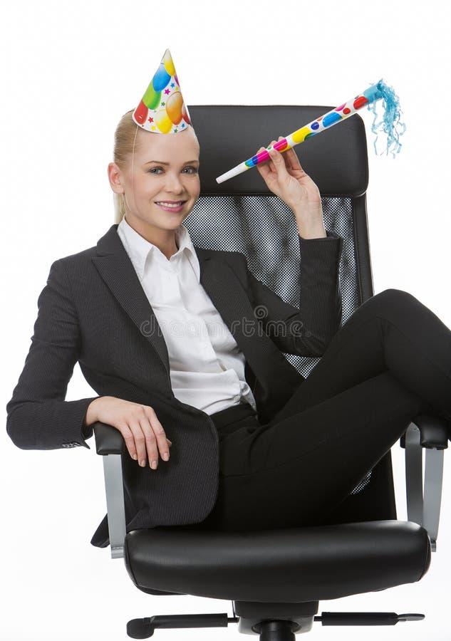 Blondynka bizneswoman uśmiecha się zabawę i ma obrazy stock