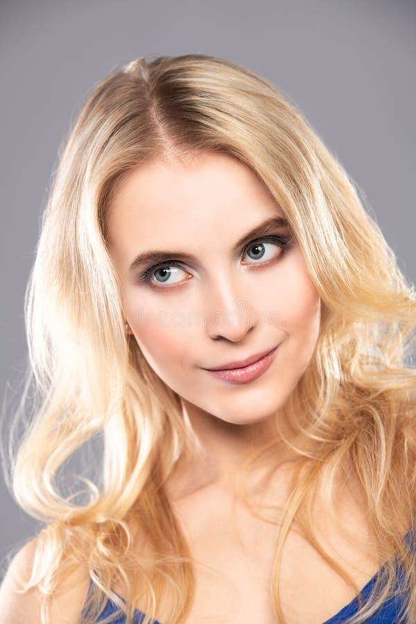 Blondynka falisty włosy obraz stock