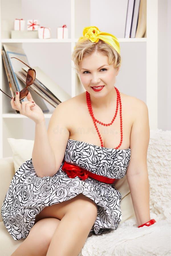 Blondynka rozmiar plus model zdjęcia royalty free