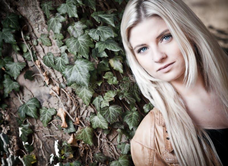 blondynka rozważna fotografia stock