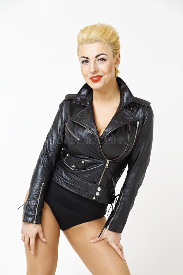 blondynka w skórzanej kurtce obraz stock