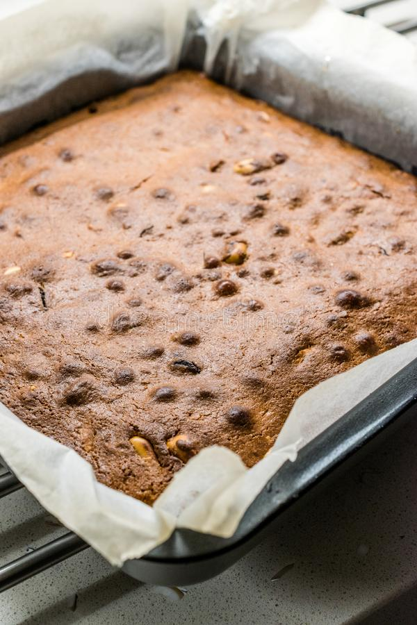 Blondynka z masłem orzechowym, białą czekoladą i palonymi orzeszkami ziemnymi Pustynia ciasta domowej roboty / blond kawałki Brow obrazy royalty free