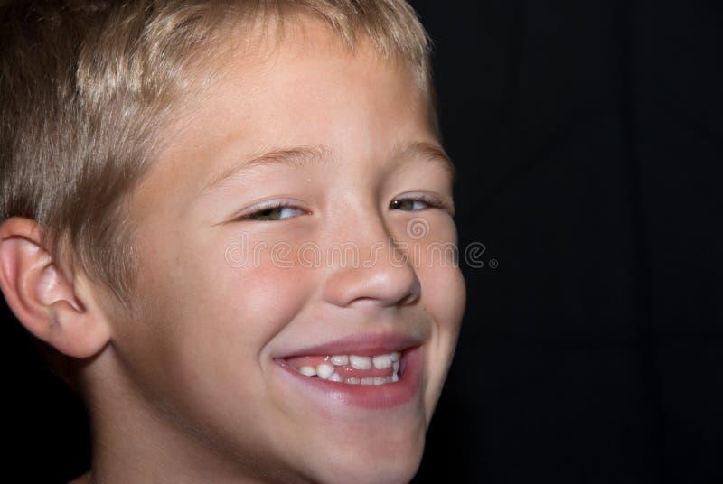 Blondynki chłopiec uśmiechnięty zakończenie obrazy royalty free