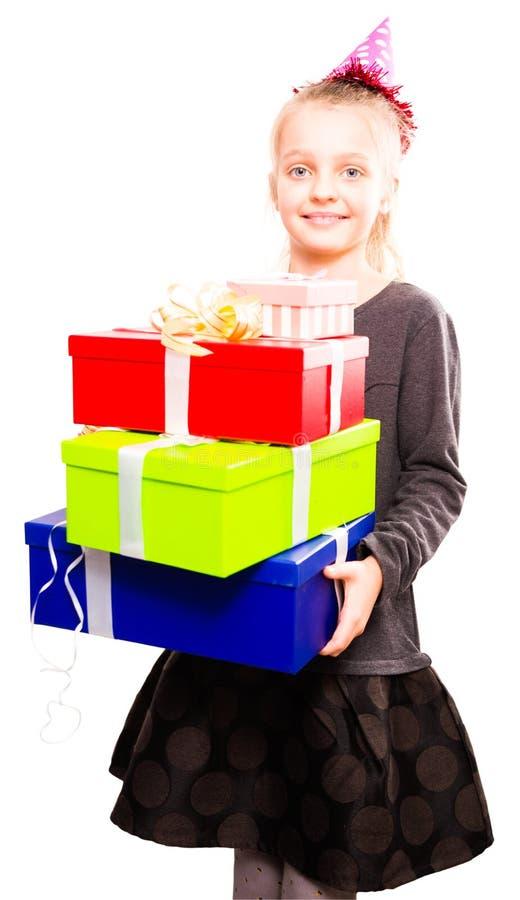 Blondynki dziewczyny mienie w ręka udziałach pudełka z prezentami na isolat fotografia royalty free