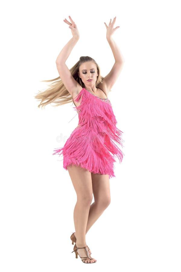 Blondynki kobiety dancingowy latynos tanczy z rękami podnosić up zdjęcia royalty free