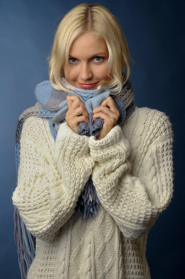 blondynki odzieżowa dziewczyny zima obraz stock
