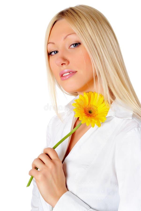 Download Blondynki Powabny Kwiatu Mienia Kolor żółty Zdjęcie Stock - Obraz złożonej z szczęśliwy, biały: 13329028