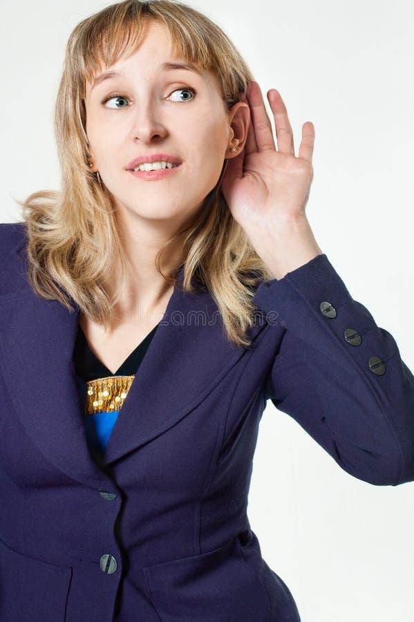 blont flickahår lyssnar royaltyfri bild