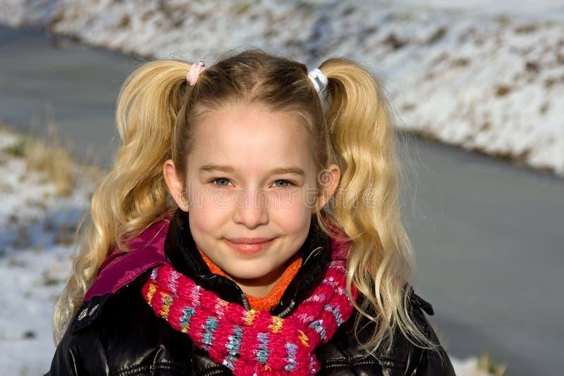 blont flickaståendebarn royaltyfria bilder
