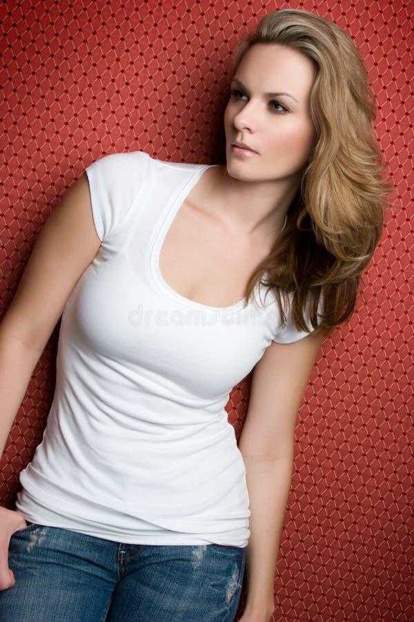 blont posera för modell royaltyfri bild