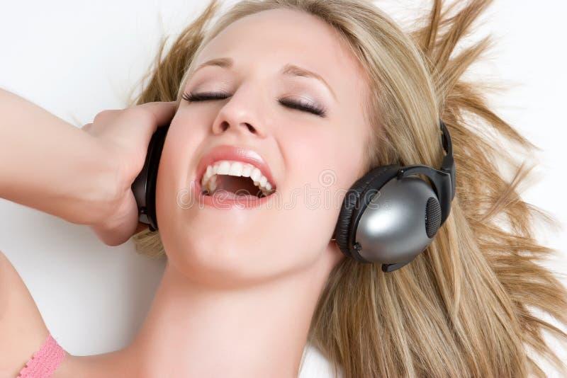 blont sjunga för flicka royaltyfri bild