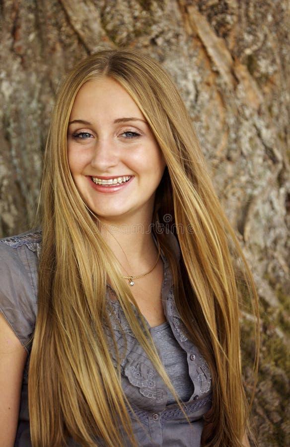 blont ursnyggt teen royaltyfri bild