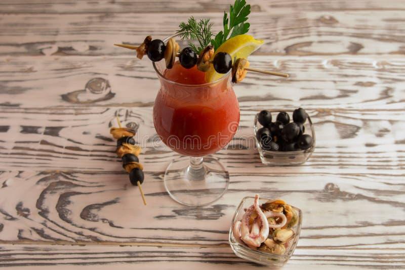 Bloody Mary do cocktail, fazendo um cocktail fotografia de stock