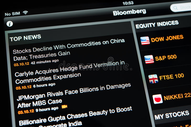 Bloomberg application with top news on an Ipad New display royalty free stock photography