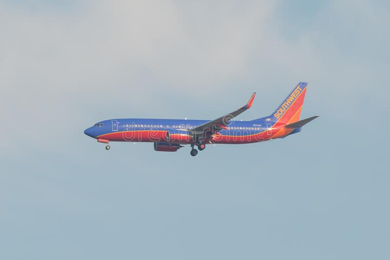 BLOOMINGTON, MINNESOTA/EUA - 1º DE NOVEMBRO DE 2013 - plano perto de MSP - Minneapolis de Southwest Airlines/St Paul Airport com  imagens de stock