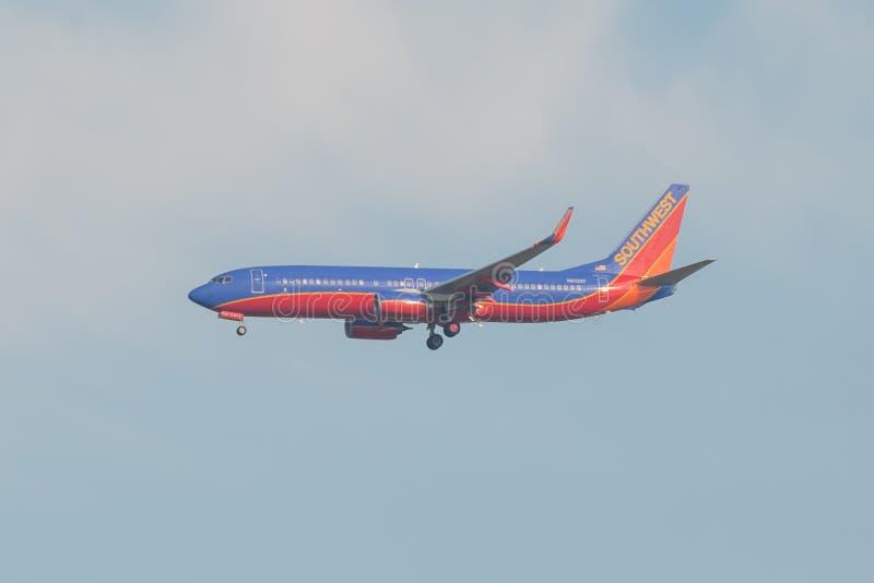 BLOOMINGTON MINNESTOA, usa,/Southwest Airlines płaski pobliski MSP - Minneapolis/St Paul lotnisko z czerwienią, błękitną - LISTOP obrazy stock