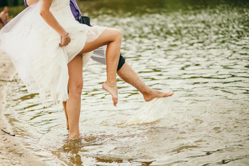 Blootvoets Huwelijkspaar royalty-vrije stock foto