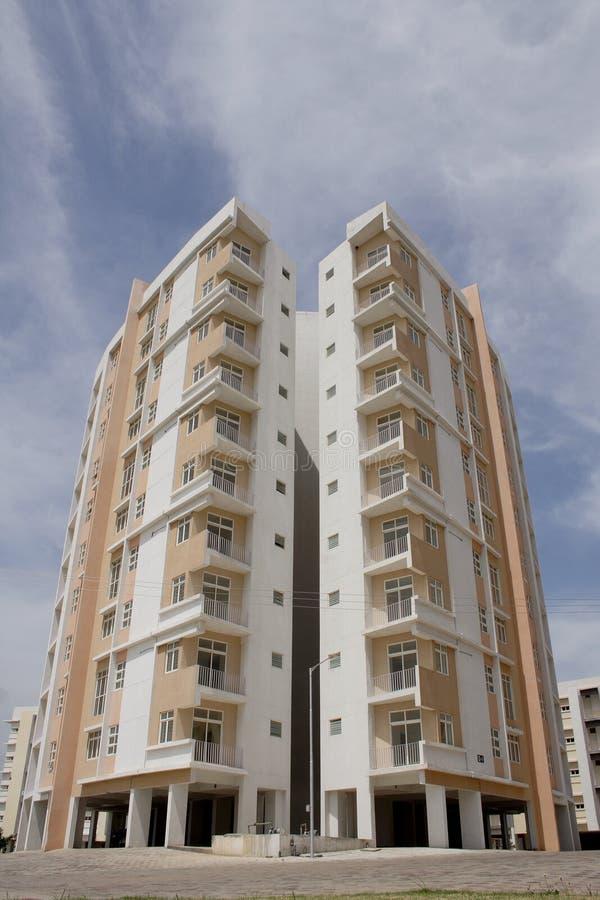 Bloque de apartamentos fotografía de archivo