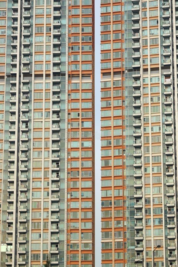 Bloque de apartamentos apretado fotos de archivo