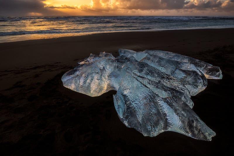 Bloque de hielo en Diamond Beach imagen de archivo libre de regalías