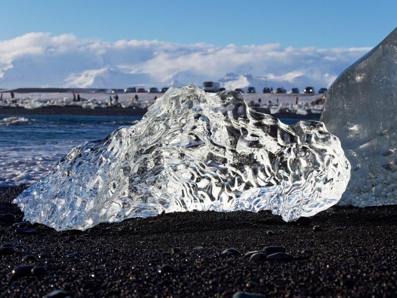 Bloque de hielo en la playa imagen de archivo