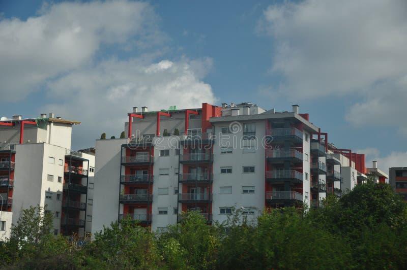 Download Bloque de viviendas foto de archivo. Imagen de bloques - 100535136