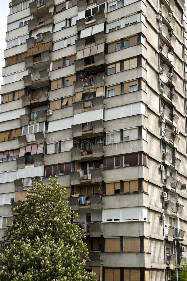 Bloque socialista típico en Serbia imágenes de archivo libres de regalías
