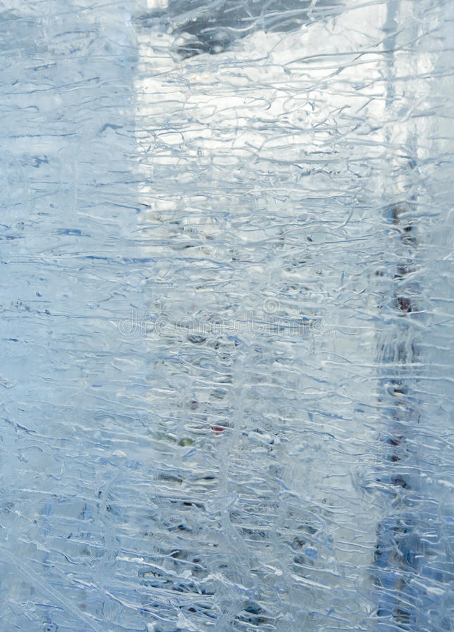 Bloque transparente glacial de hielo con los modelos foto de archivo