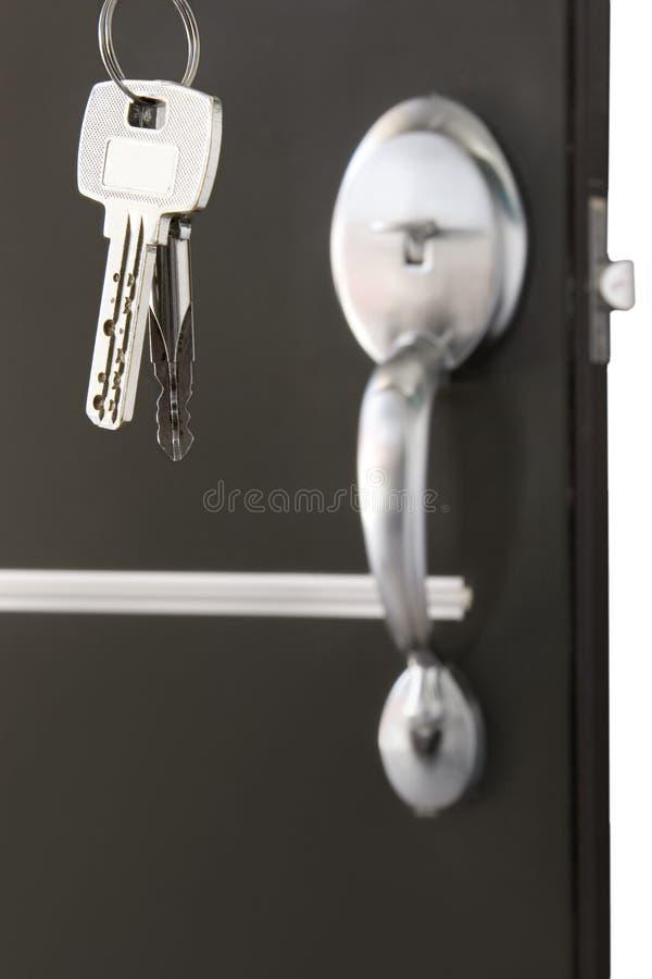 Bloqueo de puerta con claves imágenes de archivo libres de regalías