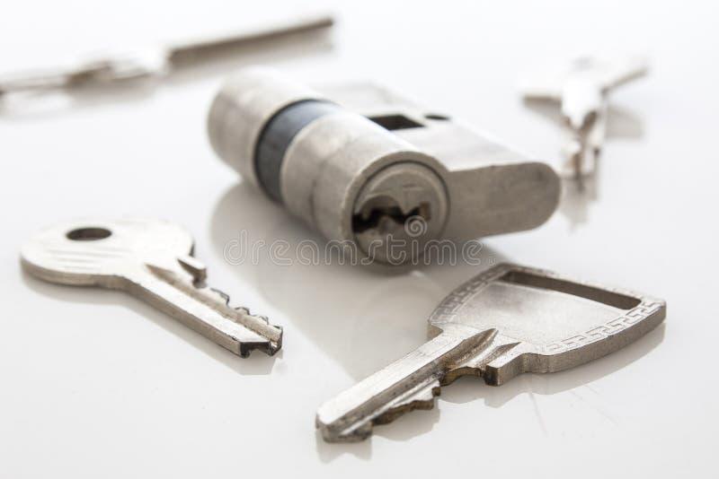 Bloqueo y claves de puerta fotografía de archivo libre de regalías