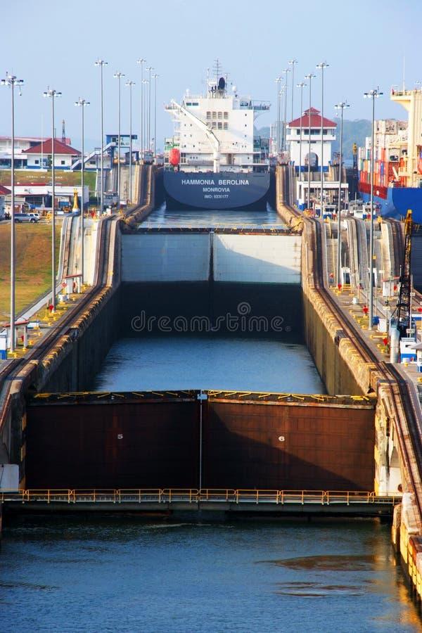 Bloqueos de Gatun del Canal de Panamá imagenes de archivo