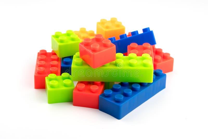 Bloques coloridos del pl stico del juguete para los ni os for Juguetes de plastico