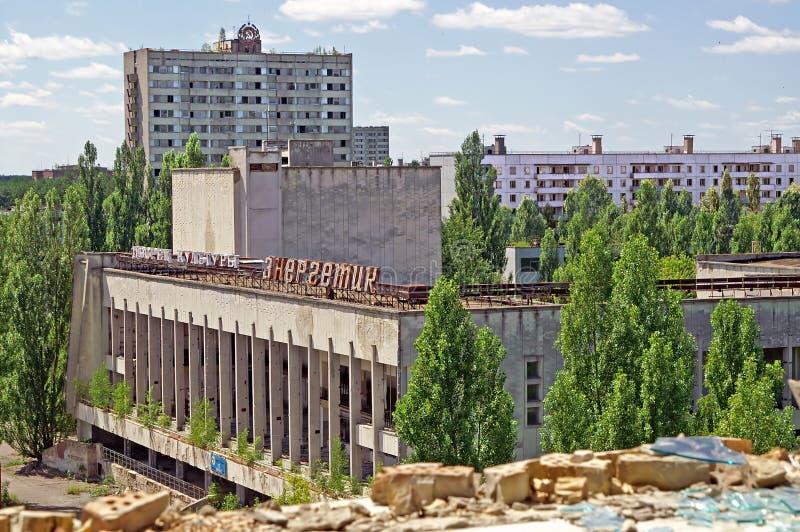 Bloques de casas en el pueblo fantasma de Pripyat de la zona de exclusión de Chornobyl imagen de archivo