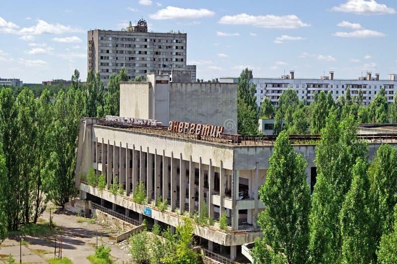Bloques de casas en el pueblo fantasma de Pripyat de la zona de exclusión de Chornobyl fotografía de archivo