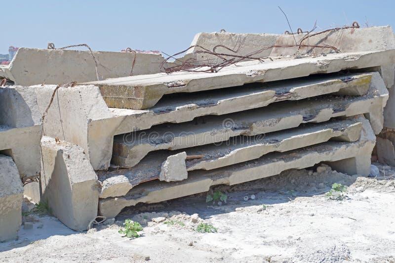 Bloques de cemento reforzados foto de archivo libre de regalías