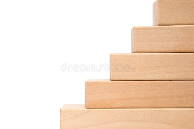 Bloques de madera del juguete como pasos fotos de archivo